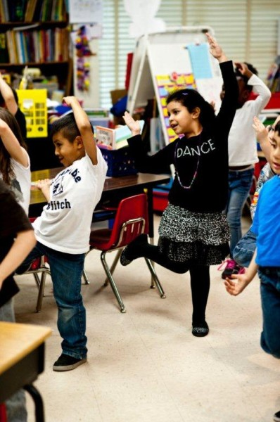 Bellwood Elementary students exercise in class